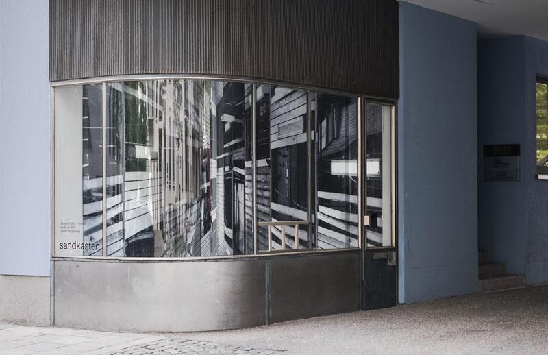 Zur Ausstellung «14x8k/3», Sandkasten, München